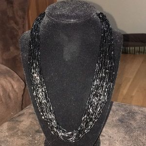 Jewelry - 💎 3/$10 Black glossy short seed bead necklace.